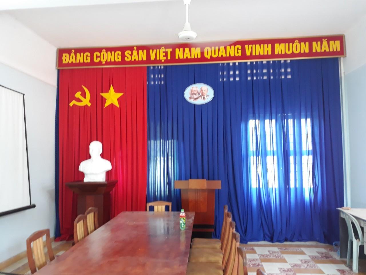 Phông Hội Trường